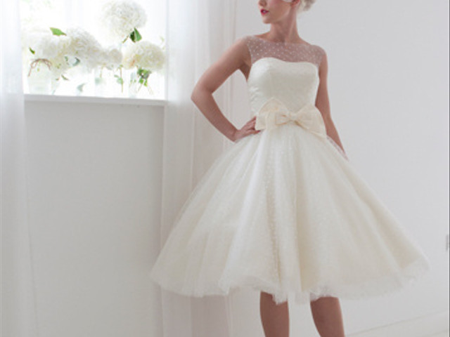 10 Themed Wedding Dresses