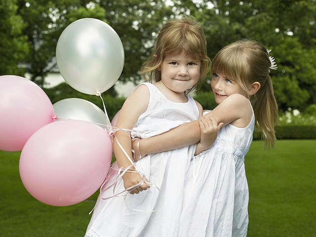 21 Fun Ways to Entertain Kids at Your Wedding