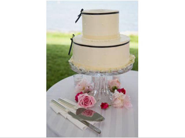 Displaying Your Wedding Cake