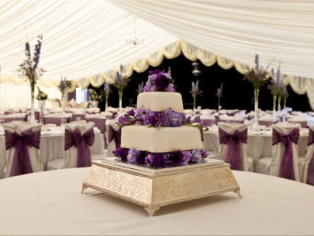 Cutting Costs on Wedding Cakes