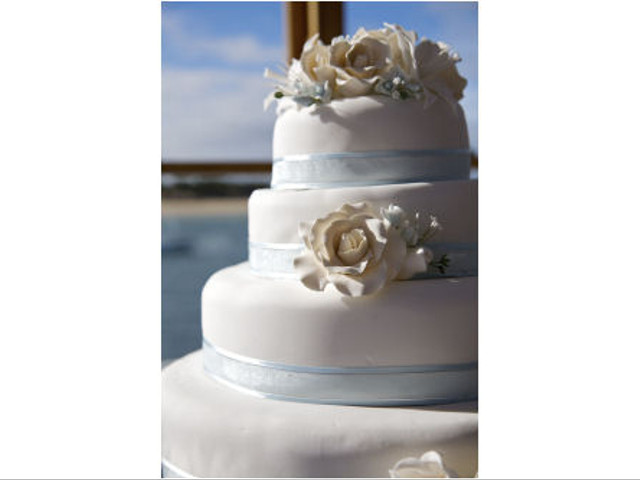 Choosing a Filling That Compliments Your Wedding Cake