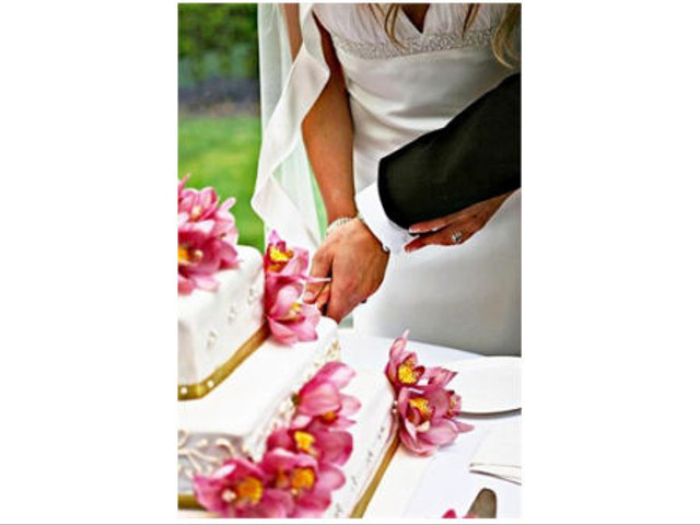 The 'How To' of Cutting the Cake