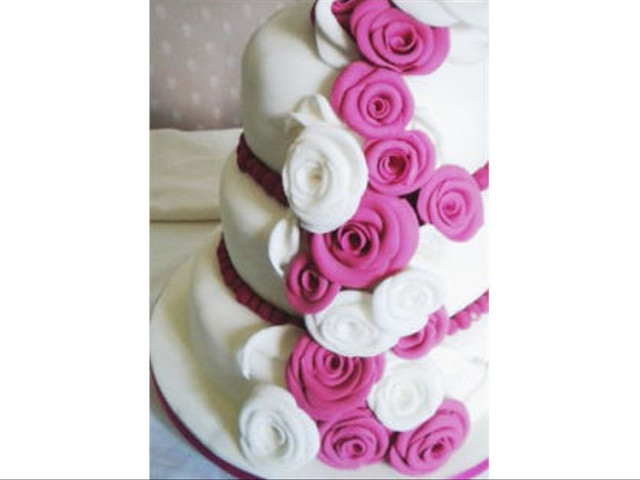 Know Your Wedding Cake Terminology