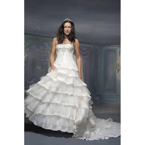 R539, White Rose Bridal