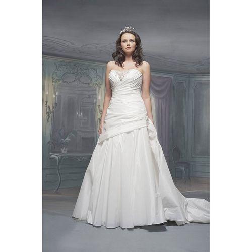 R493, White Rose Bridal