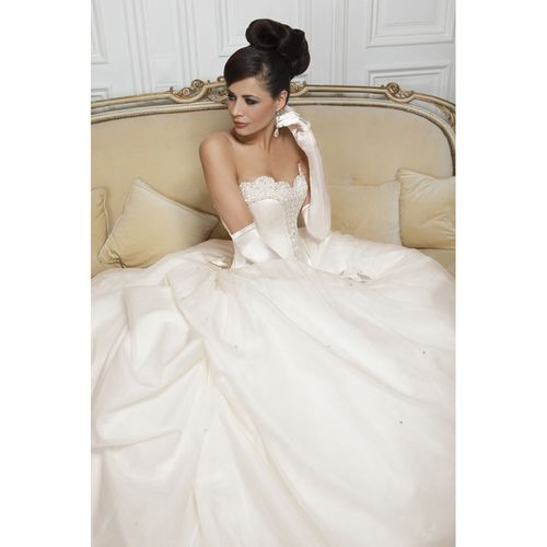 Isabel, Hollywood Dreams