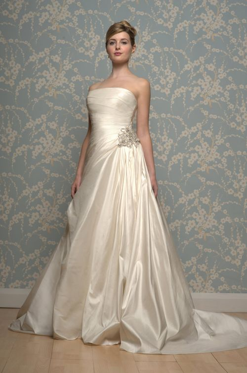 R617, White Rose Bridal
