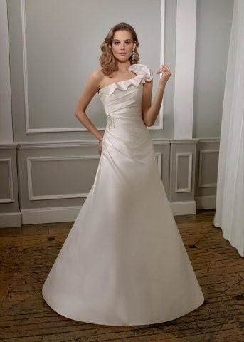 wedding dress ond shoulder taffeta