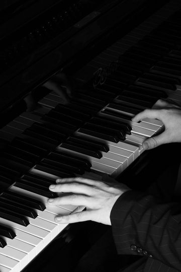 Music and DJs Joe Kenny Wedding Pianist 3