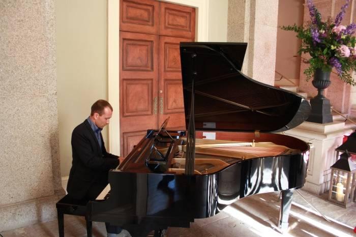 Joe Kenny Wedding Pianist
